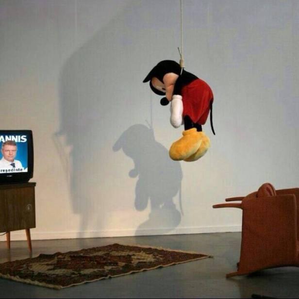 sinuciderea lui Mickey Mouse