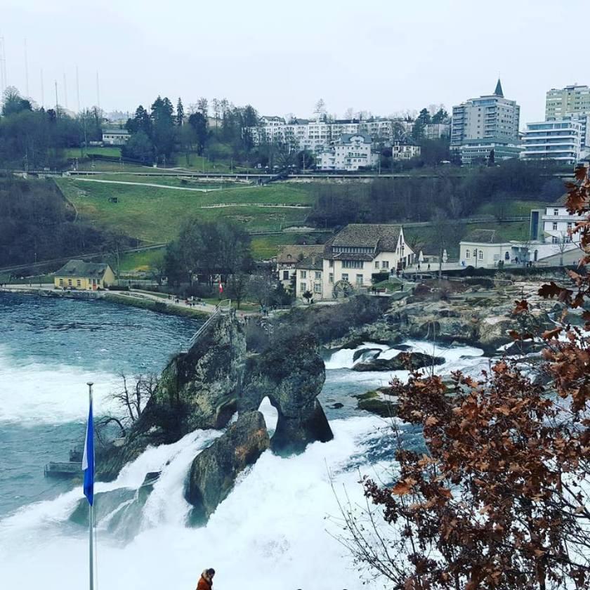 Cascadă peste Rin sau cum am făcut cunoștință cu Elveția